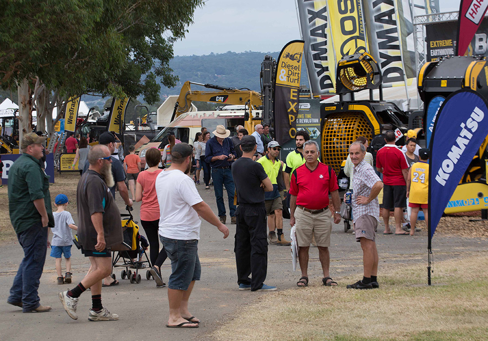 Crowds at the 2016 Diesel Dirt & Turf Expo